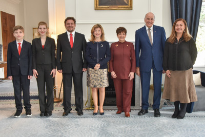 Official photo with Dame Patsy, Sir David, HE Mrs Ömür Ünsay and her family