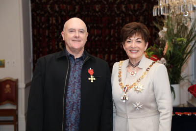 Mr Murray Lynch, of Wellington, ONZM for services to theatre
