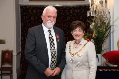 Mr Roger Steele, of Paraparaumu, ONZM for services to the publishing industry and the arts