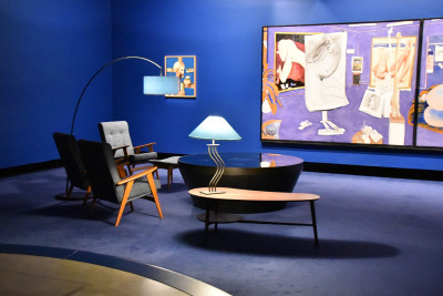 Image of stylish seating for gallery visitors