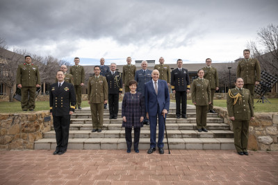 Image of Dame Patsy, Sir David, ADC Lisa Kenny and the NZ staff and students at the Australian Defence College