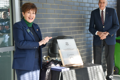 Dame Patsy Reddy unveiling a plaque