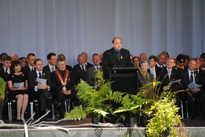 Peter Whittall, Chief Executive of Pike River Coal Limited, addresses the gathering.