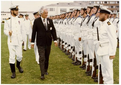Sir Paul Reeves inspects an RNZN Guard of Honour.